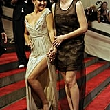 Kate Hudson got giggly while posing with Liv Tyler in 2010.