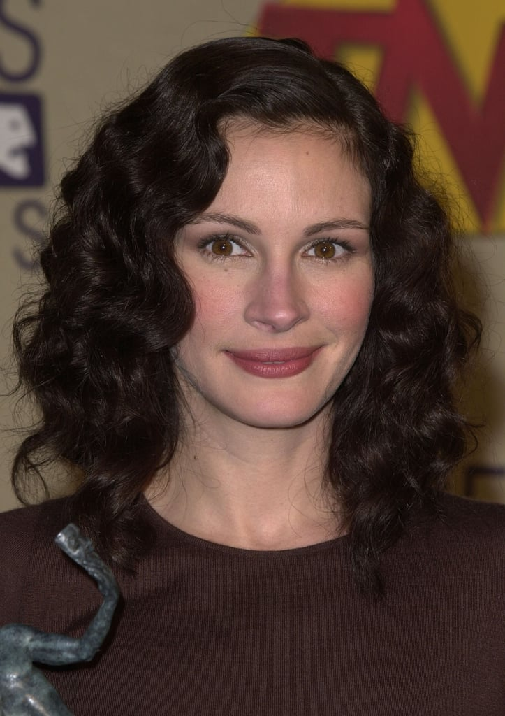 Julia Roberts With Dark Brown Curly Hair In 2001 Julia