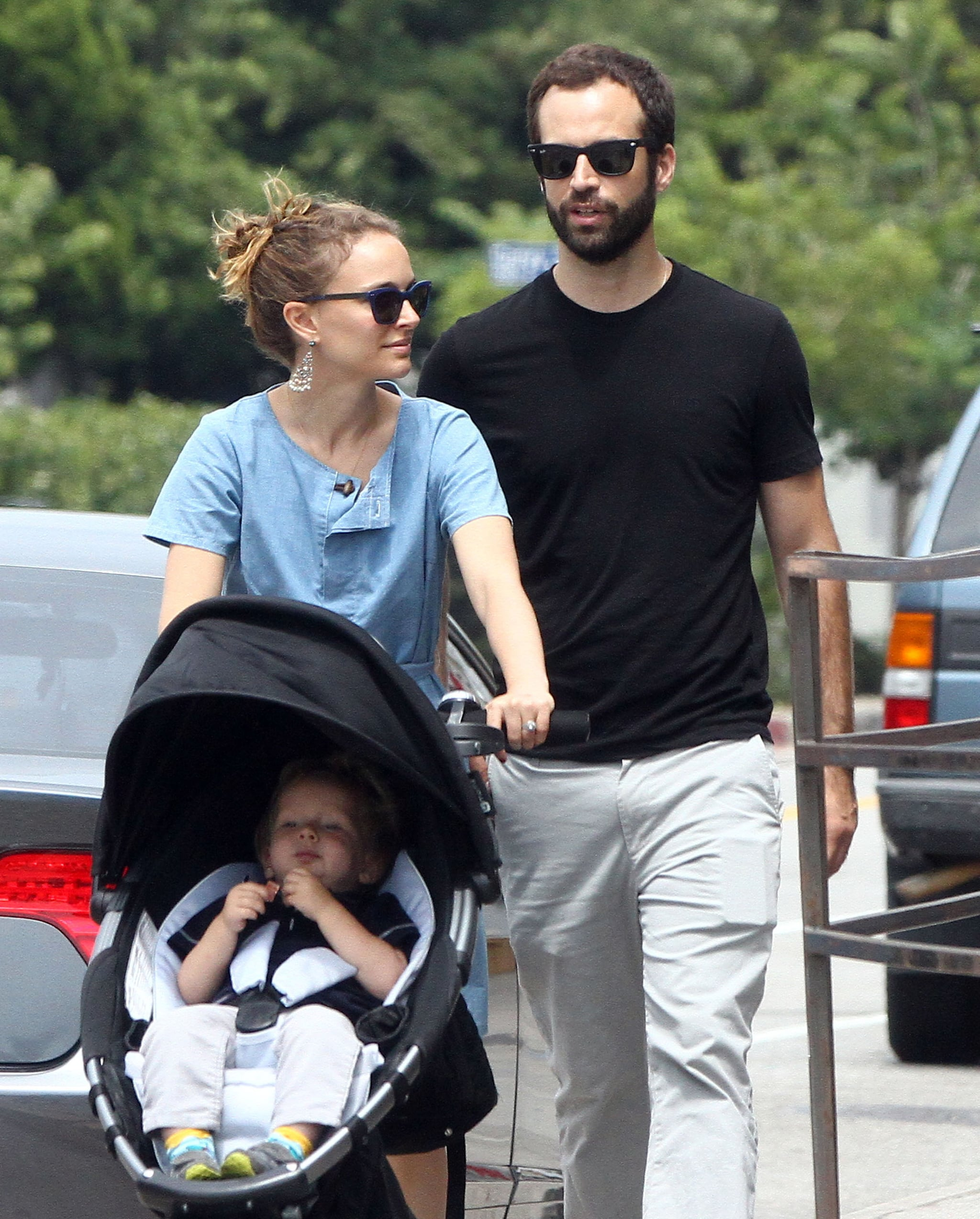 Natalie Portman pushed Aleph in his stroller.