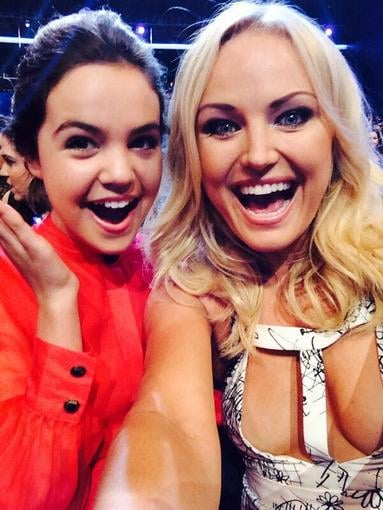 Malin Akerman snapped a selfie with Bailee Madison during the show. Source: Twitter user Malin Akerman