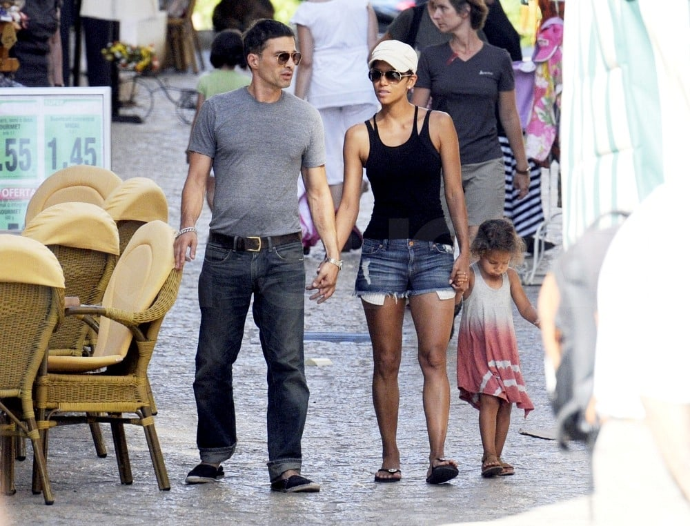 Halle Berry walked in Majorca with Olivier Martinez and Nahla Aubry.