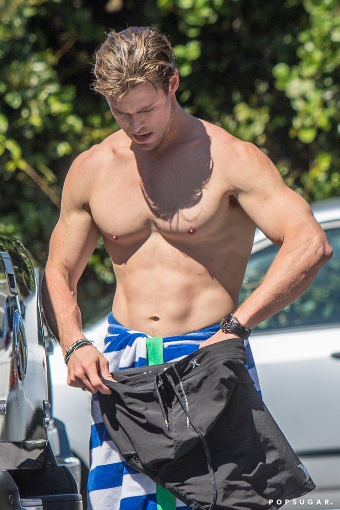 Chris Hemsworth Shirtless Pictures Popsugar Celebrity