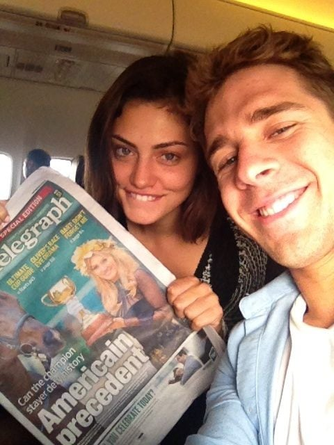 Phoebe Tonkin and Hugh Sheridan sat next to each other on a flight. Source: Twitter user hugh_sheridan