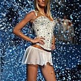 Gisele stood on the runway surrounded by snow in 2001.