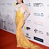 With this bicoloured lace dress, Eva Longoria was the star on the red carpet of the Dubai International Film Festival.