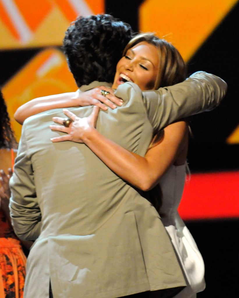 Nick Jonas Hugging Kim Kardashian at the Teen Choice Awards in 2009