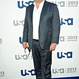 Eric Stonestreet hit the carpet without a tie.