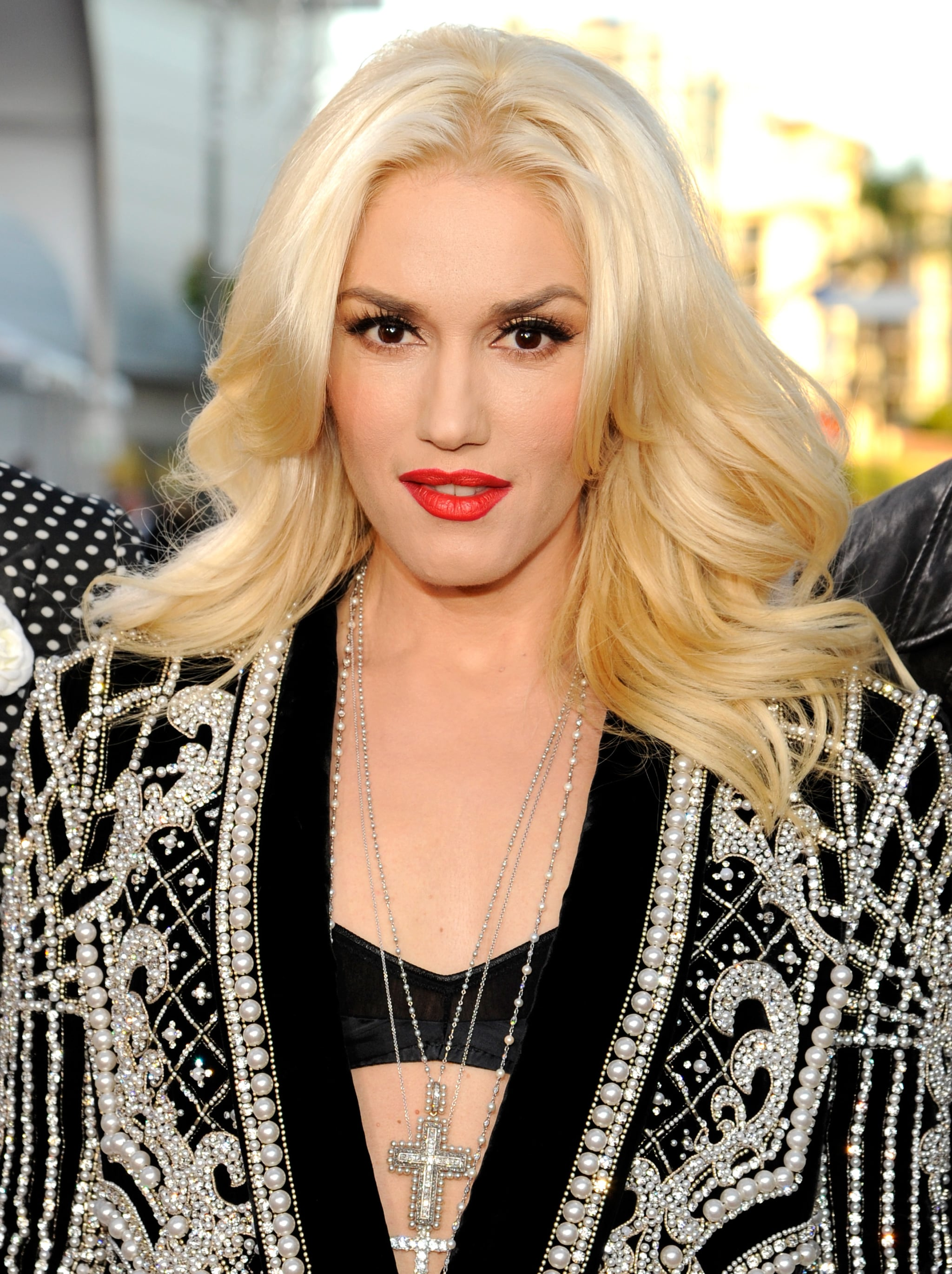 Gwen Stefani Arrives at the AMAs Ahead of Her Performance With No Doubt
