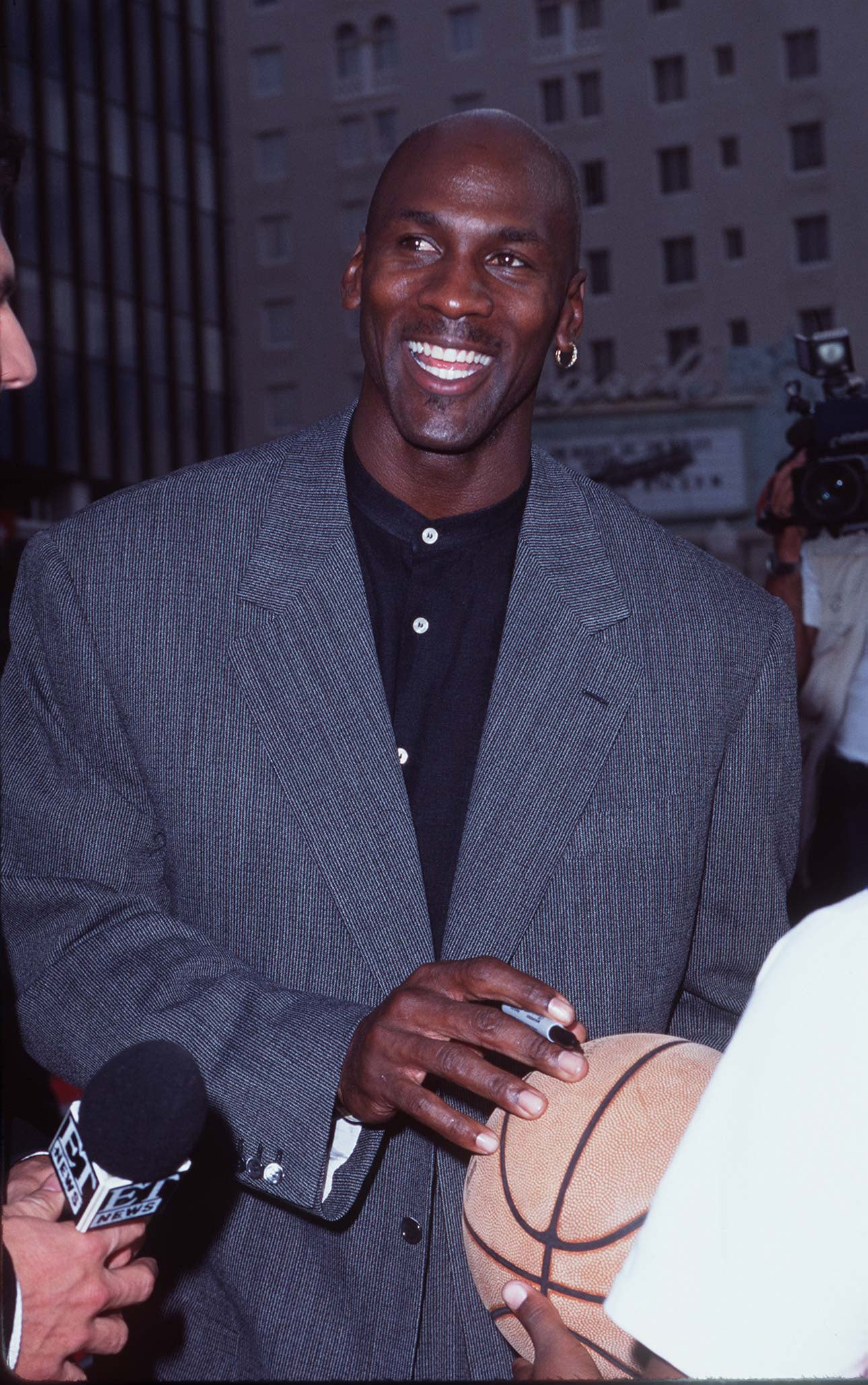 Michael Jordan S Best Outfits In The 90s Popsugar Fashion