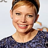 And at the 2012 Golden Globes, she wore a velvet headband embellished with a brooch to accent her formal red carpet look.