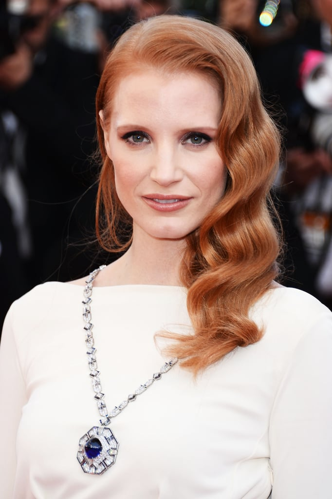Jessica Chastain attended the Cleopatra premiere in Cannes, wearing one of her favorite red carpet hairstyles: sideswept waves.