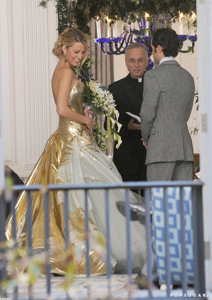 Blake Lively wore a gold wedding dress on the set of Gossip Girl ...