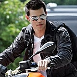 Pictures of Taylor Lautner on the Set of Abduction in Pittsburgh 2010-07-12 14:38:27