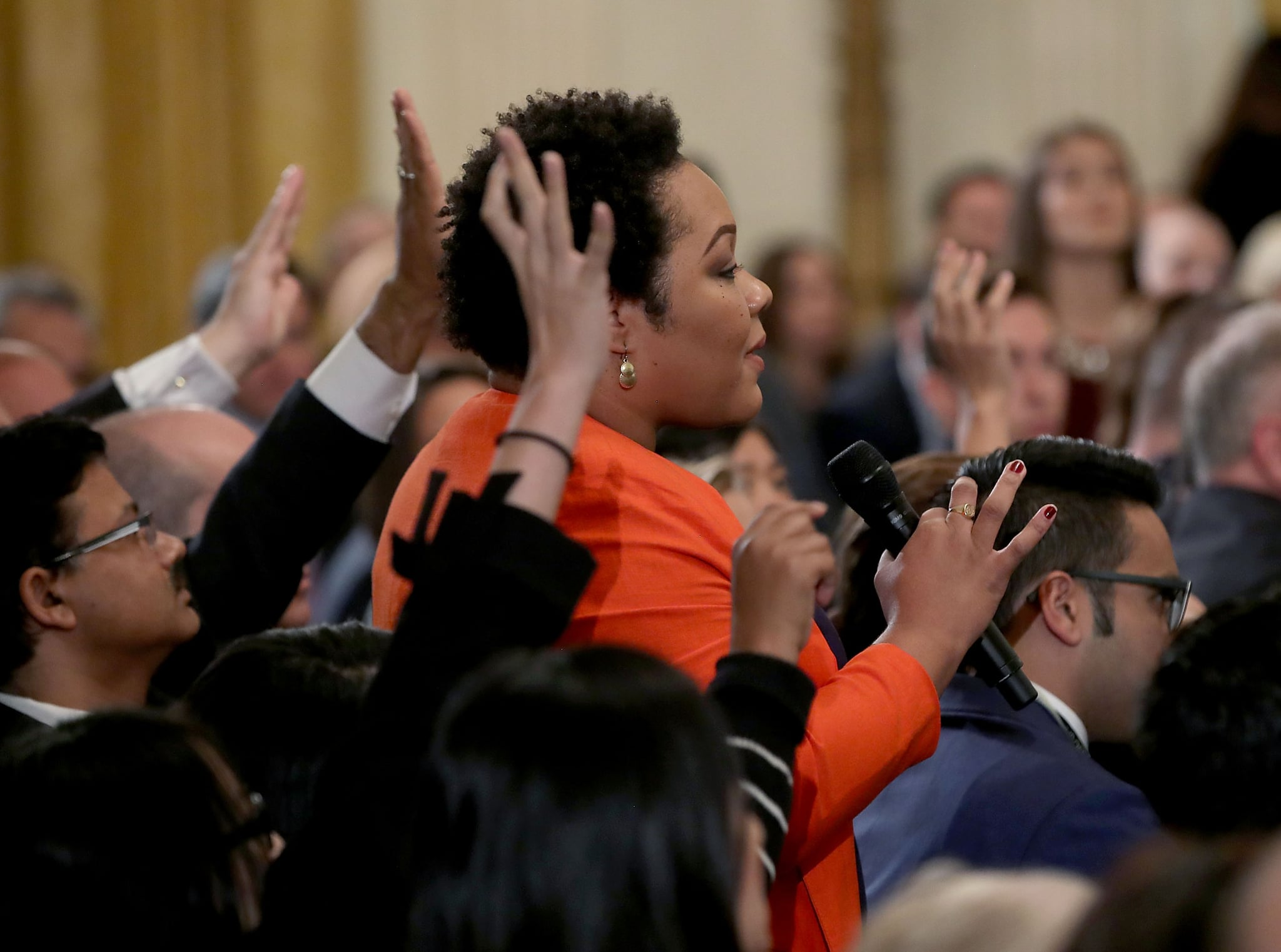 WASHINGTON, DC - NOVEMBER 07: Yamiche Alcindor of PBS NewsHour asks a question to U.S. President Donald Trump after remarks by the President a day after the midterm elections on November 7, 2018 in the East Room of the White House in Washington, DC. Republicans kept the Senate majority but lost control of the House to the Democrats. (Photo by Mark Wilson/Getty Images)