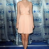 Taylor Swift Hits the People's Choice Awards in Peach!
