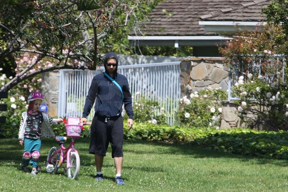 Tobey Maguire and Ruby Maguire set out with her bike.