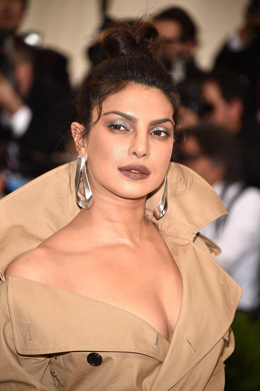 Priyanka Chopra S Makeup At The 2017 Met Gala Popsugar Beauty