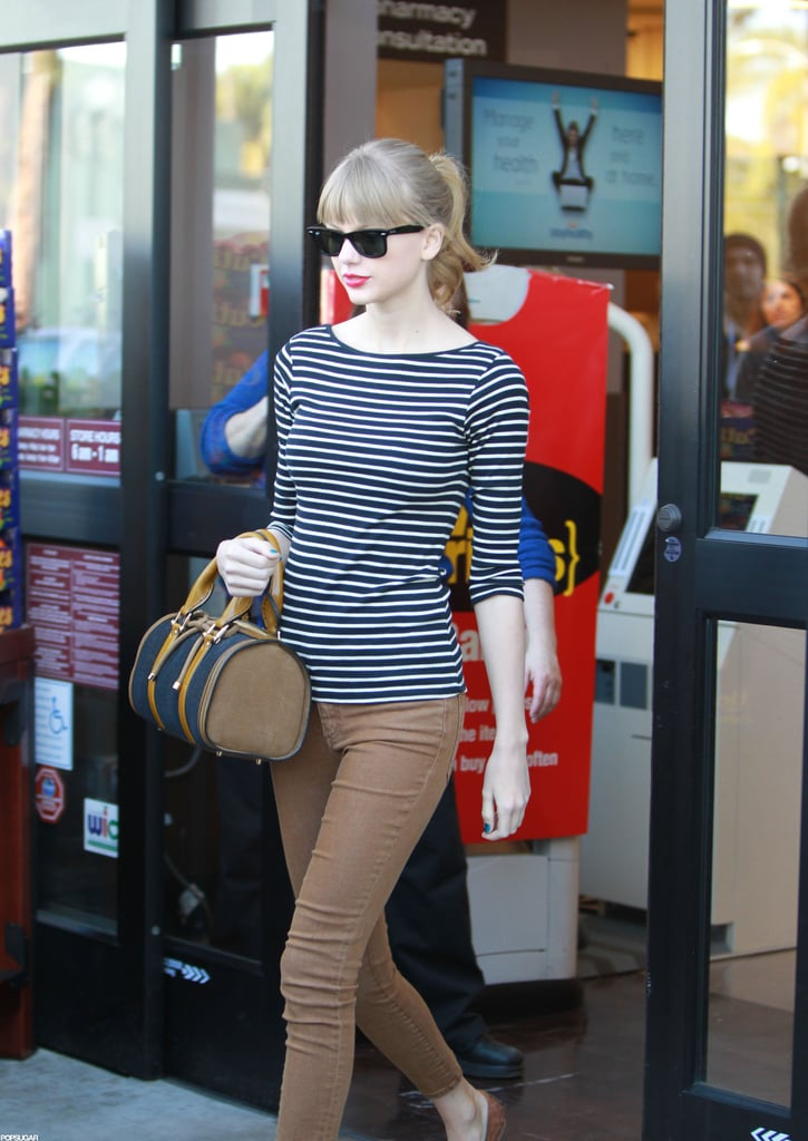 Taylor Swift went to the grocery store with her mom.