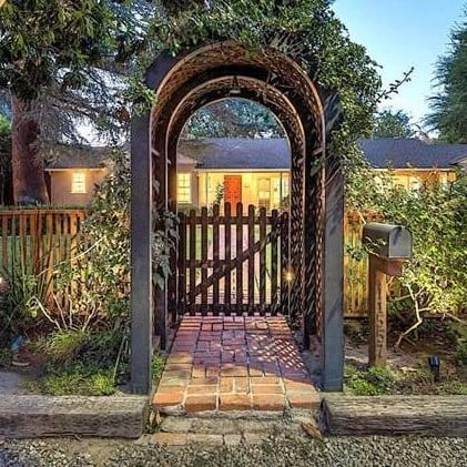 Leonardo DiCaprio Sells House in Studio City, CA