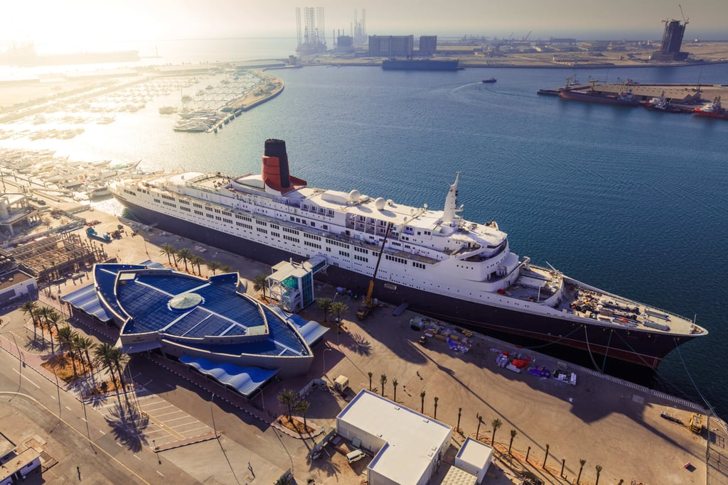 Queen Elizabeth II Cruise Ship Dubai Pictures