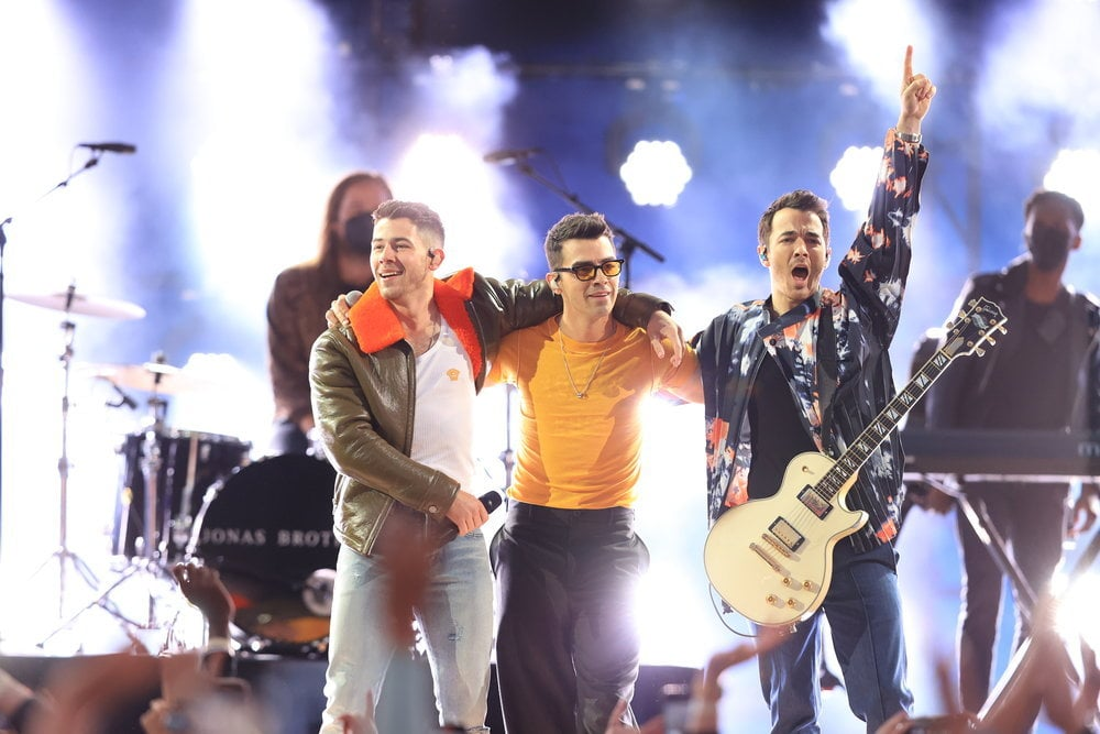 """The Jonas Brothers are back, baby! A few days after announcing their Remember This tour, Kevin, Joe, and Nick reunited on stage during the Billboard Music Awards on Sunday. During the show, which was hosted by Nick, the brothers performed their latest single """"Leave Before You Love Me"""" alongside Marshmello before treating fans to a medley of their most recent tracks like """"Sucker,"""" """"Only Human,"""" and """"What a Man Gotta Do."""" They also gave fans a sneak peek of their new track """"Remember This,"""" which their upcoming tour is named after. Needless to say, I was dancing in my living room the entire number. The award show was certainly the perfect place to kick off their next musical era. Following their initial reunion in 2019, the Jonas Brothers took to the BBMAs stage for their first award show performance in over a decade. Watch a clip of their performance ahead.       Related:                                                                                                           The Jonas Brothers' Crazy Evolution Will Make You Feel Like a Teenager Again"""