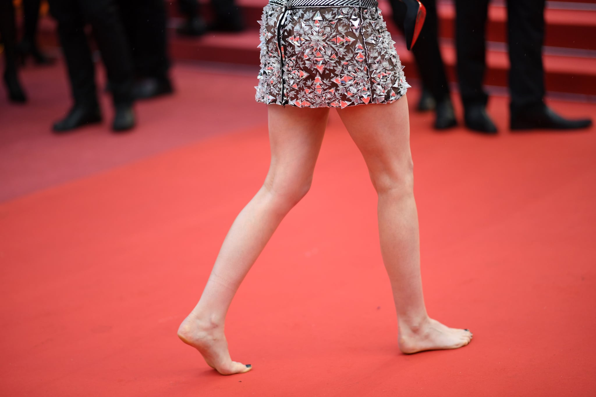 US actress and member of the Feature Film Jury Kristen Stewart walks barefoot on the red carpet after she remove her shoes as she arrives on May 14, 2018 for the screening of the film