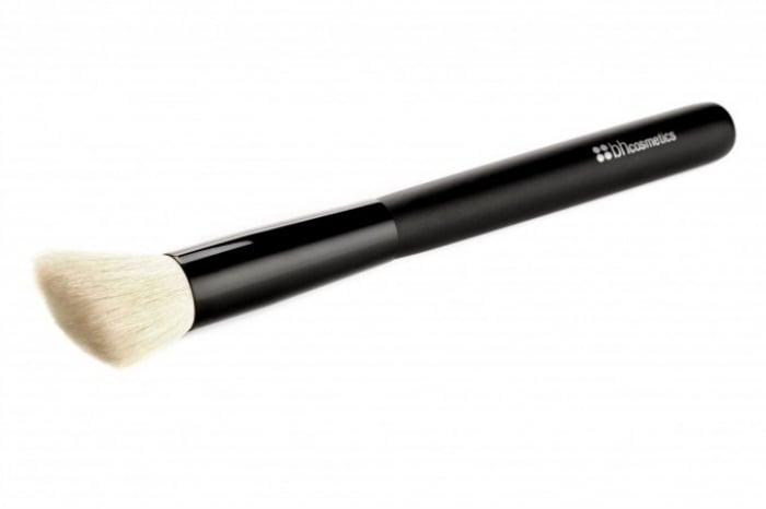 BH Cosmetics Angled Brush