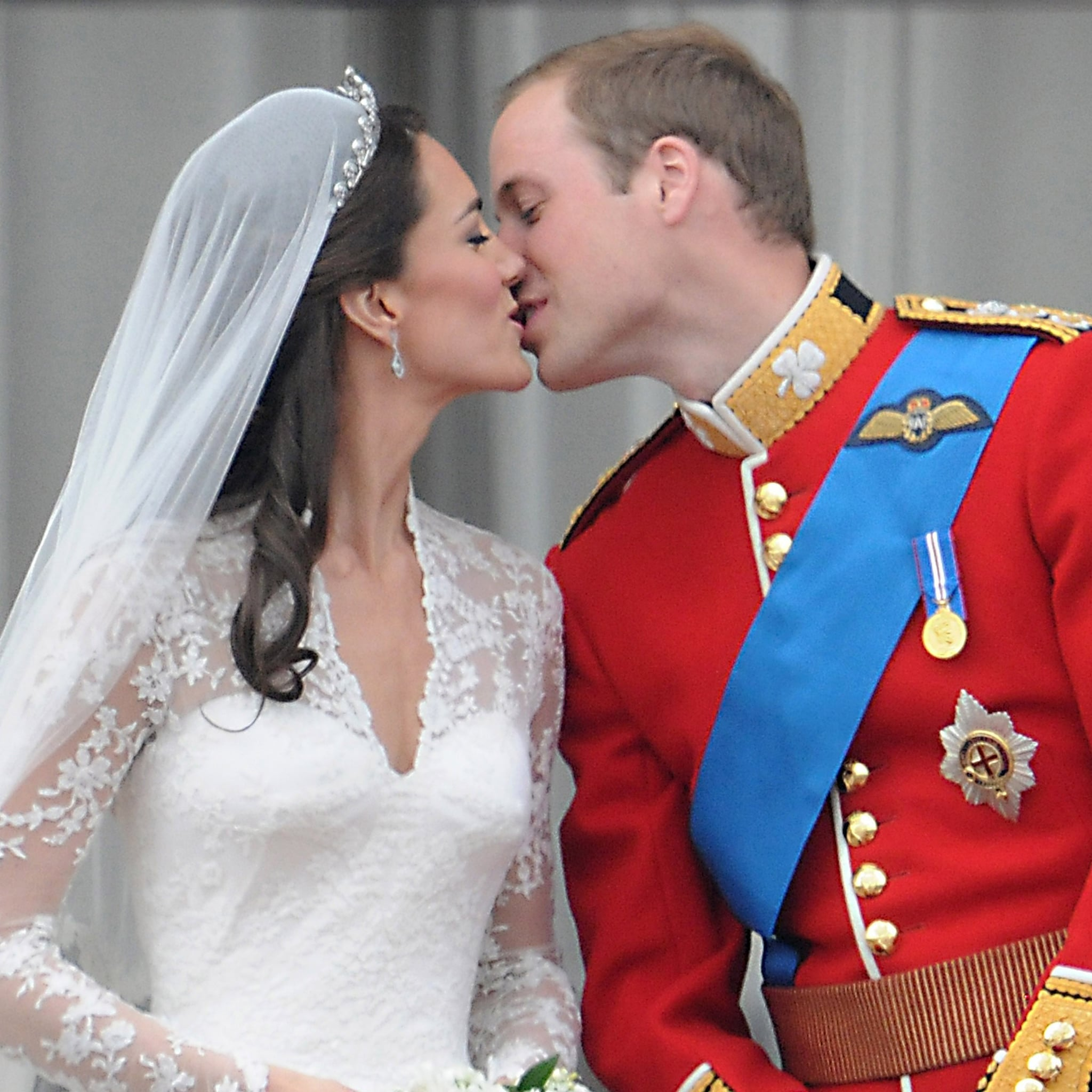 Prince Andrew and Sarah, Duchess of York | Royal Wedding Kiss ...