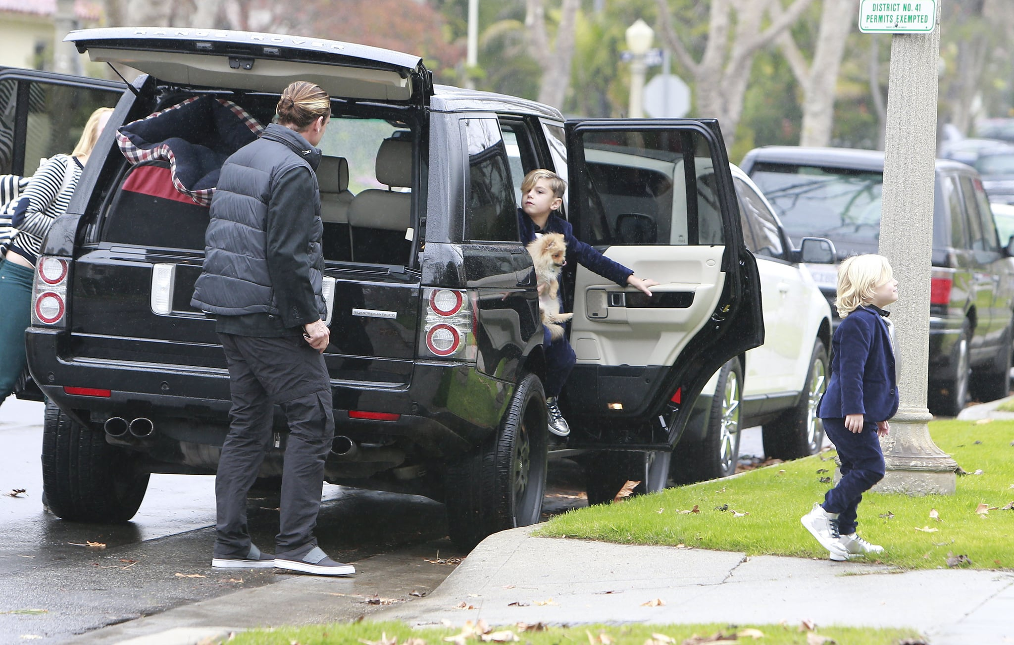 The Stefani-Rossdale family headed into a friend's house.