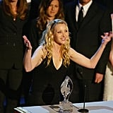 Lisa Kudrow addressed the crowd while giving an acceptance speech during the People's Choice Awards in 2003.