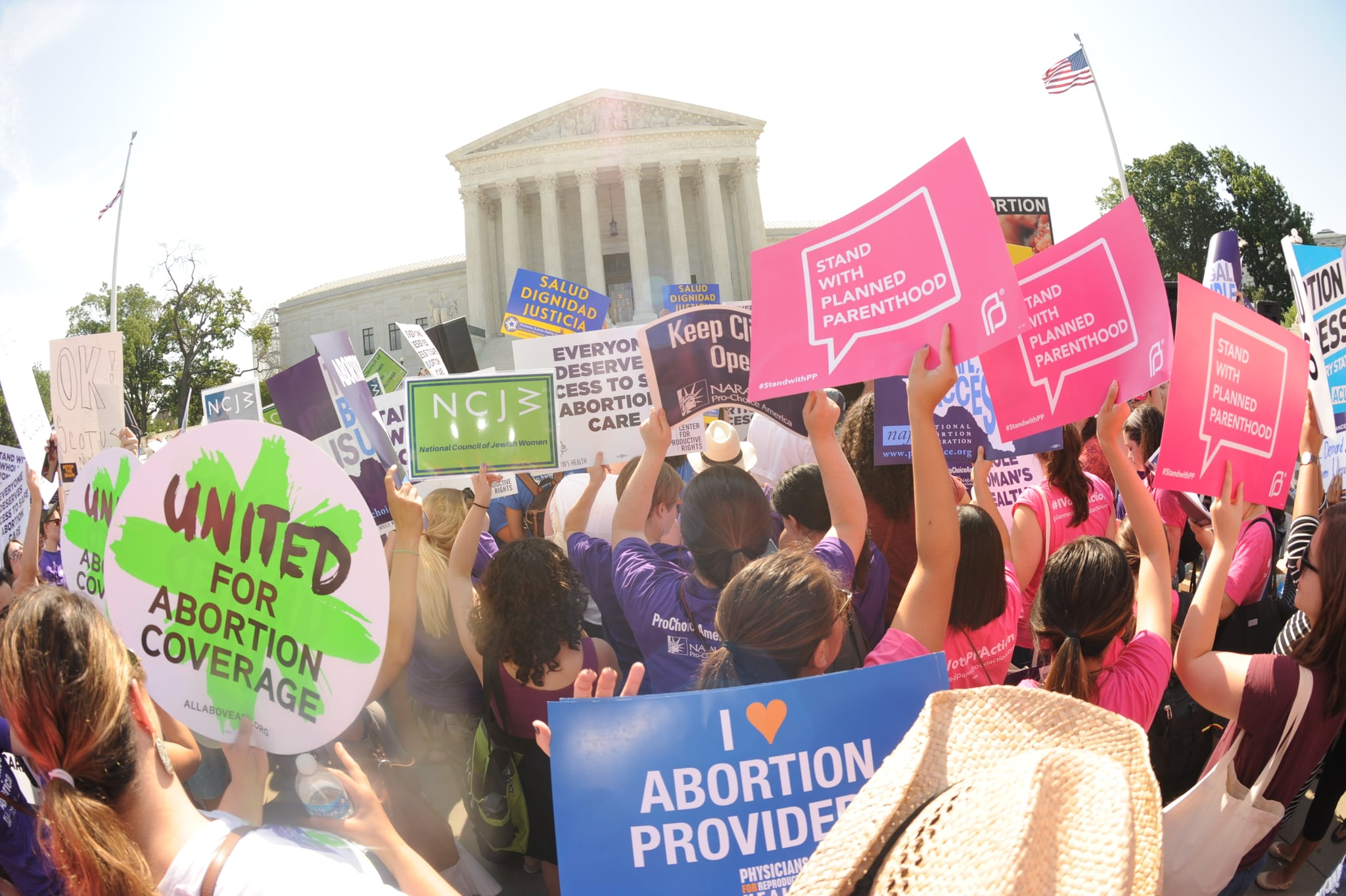 Demonstration outside the Supreme Court. ©Planned Parenthood Federation of America a/o Planned Parenthood Action Fund.
