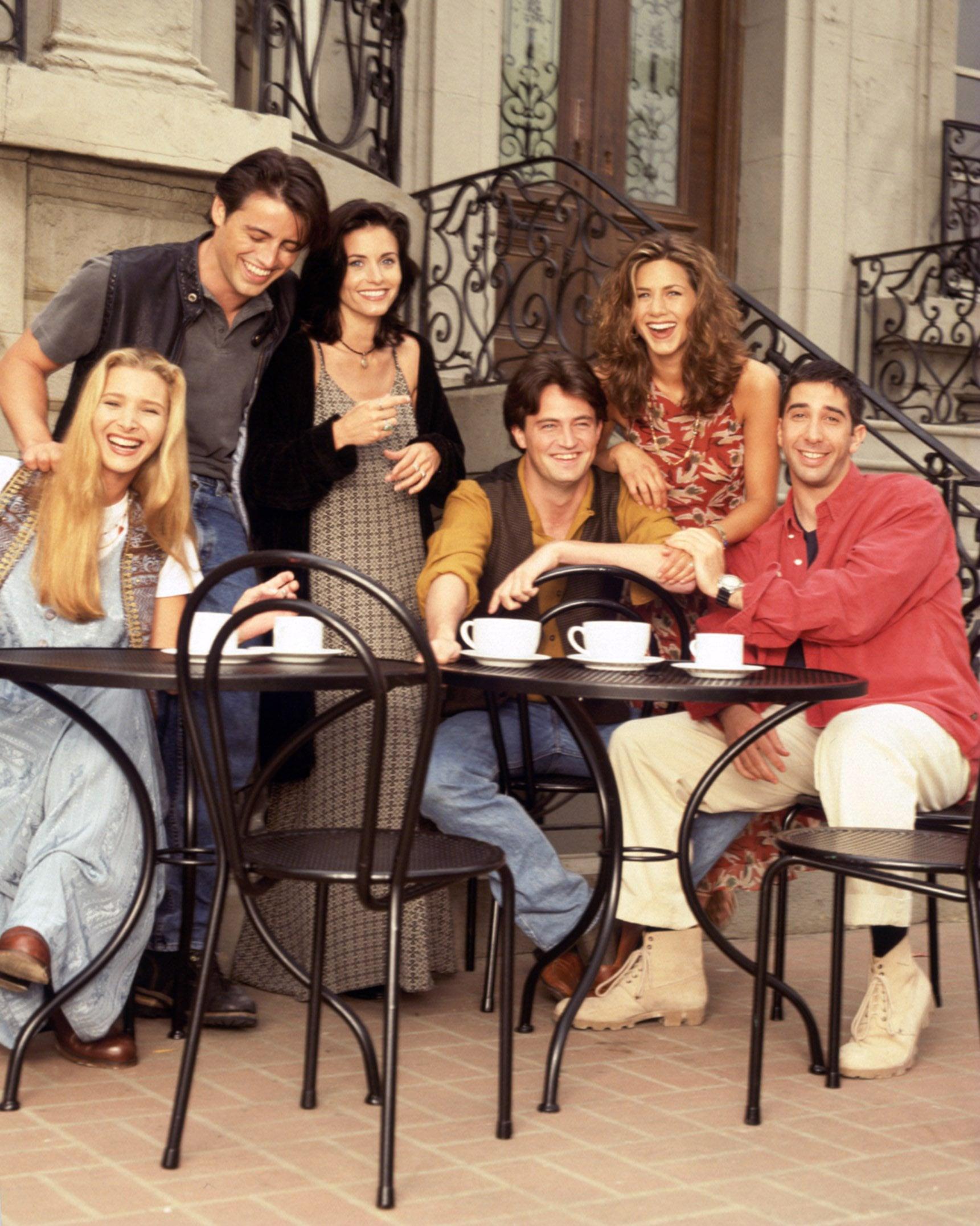 FRIENDS, Lisa Kudrow, Matt LeBlanc, Courteney Cox, Matthew Perry, Jennifer Aniston, David Schwimmer, (Season 1), 1994-2004, (c)Warner Bros. Television/courtesy Everett Collection
