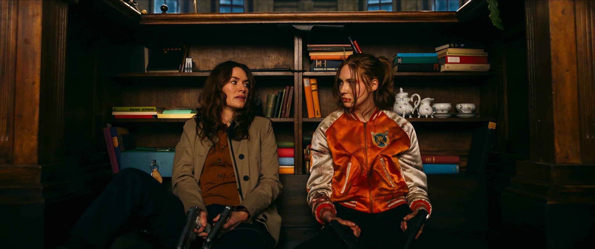 GUNPOWDER MILKSHAKE (L-R): LENA HEADEY as SCARLET, KAREN GILLAN as SAM. Cr: STUDIOCANAL © 2021