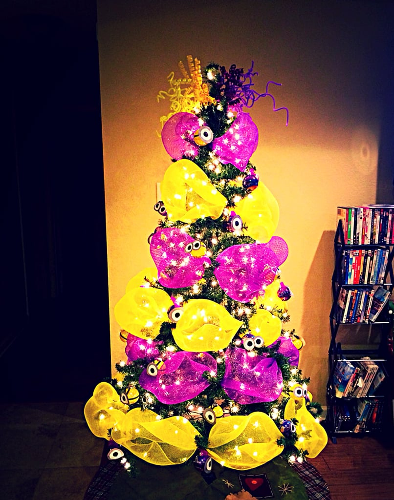 yellow vs purple - Minions Christmas Tree