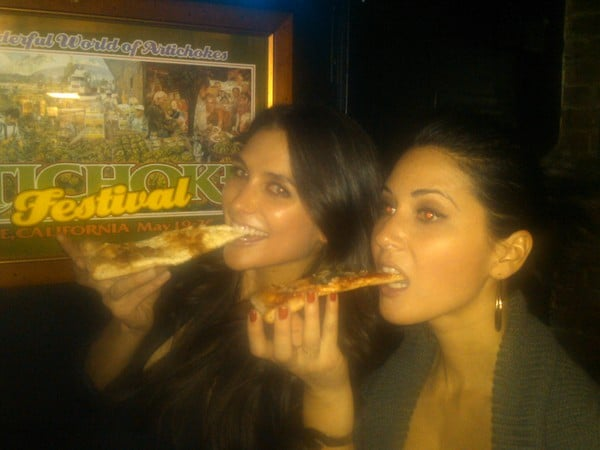 Olivia Munn Grabbed A Slice With A Friend In Nyc Peep These Fun Twitter Pics From Celebs And Fashion Folk Popsugar Fashion Photo 20
