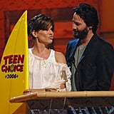 Sandra Bullock and Keanu Reeves shared the stage at the August 2006 Teen Choice Awards in LA.