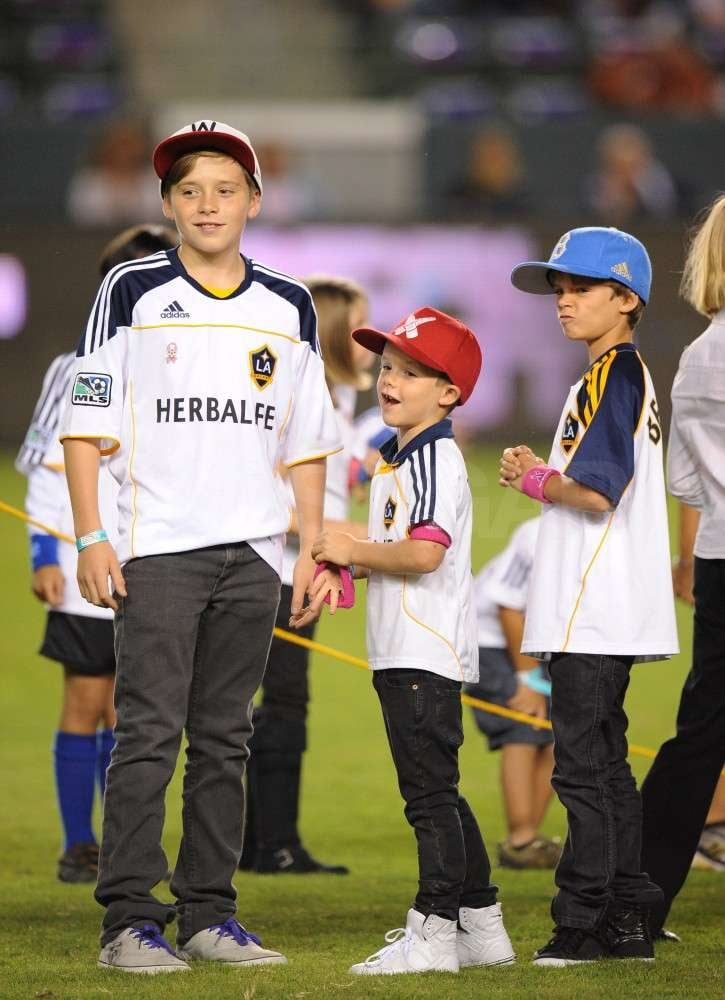 Miller Brothers Auto >> Brooklyn Beckham hung out with his little brothers Cruz ...