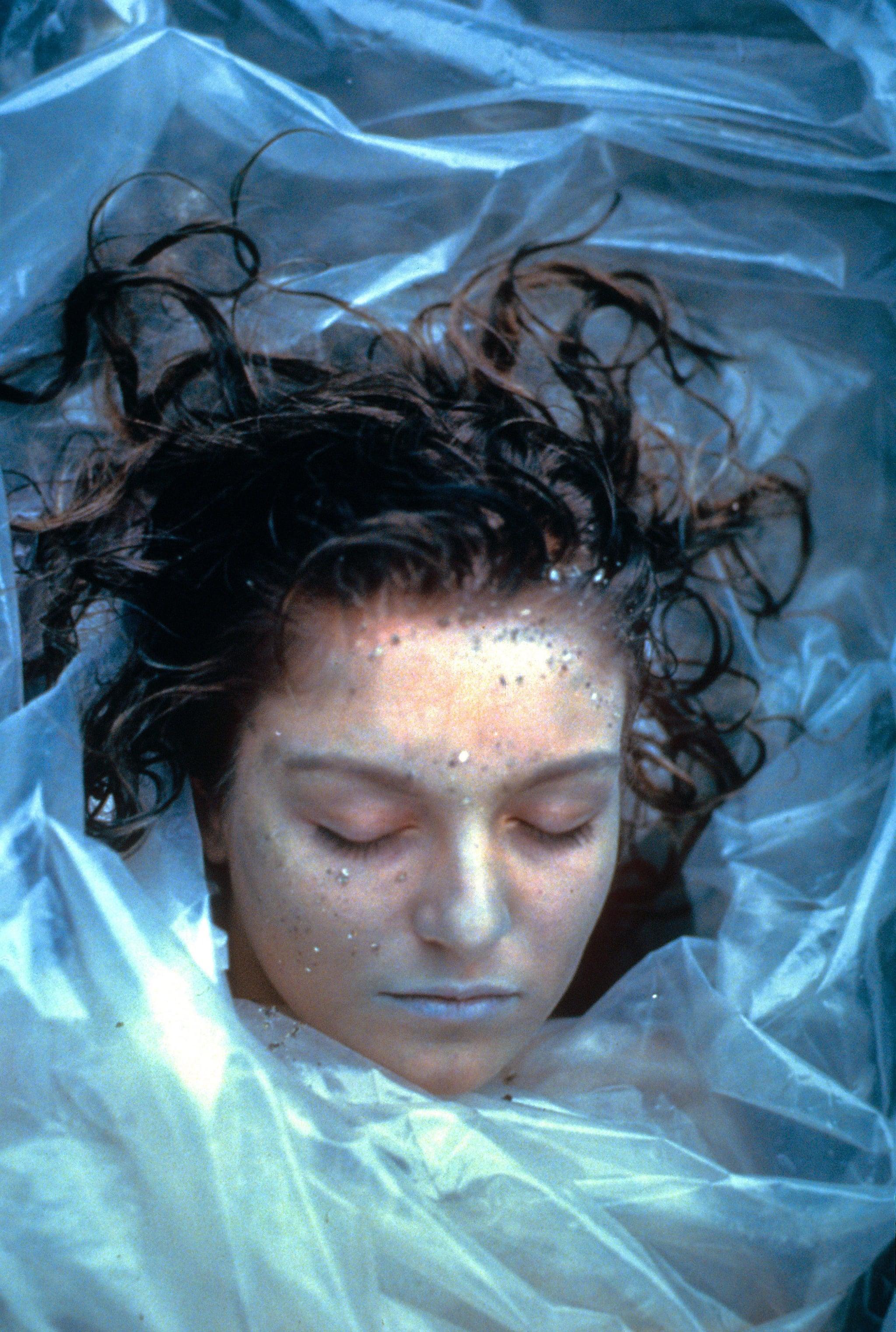 Un'immagine del cadavere di Laura Palmer dalla serie Twin Peaks