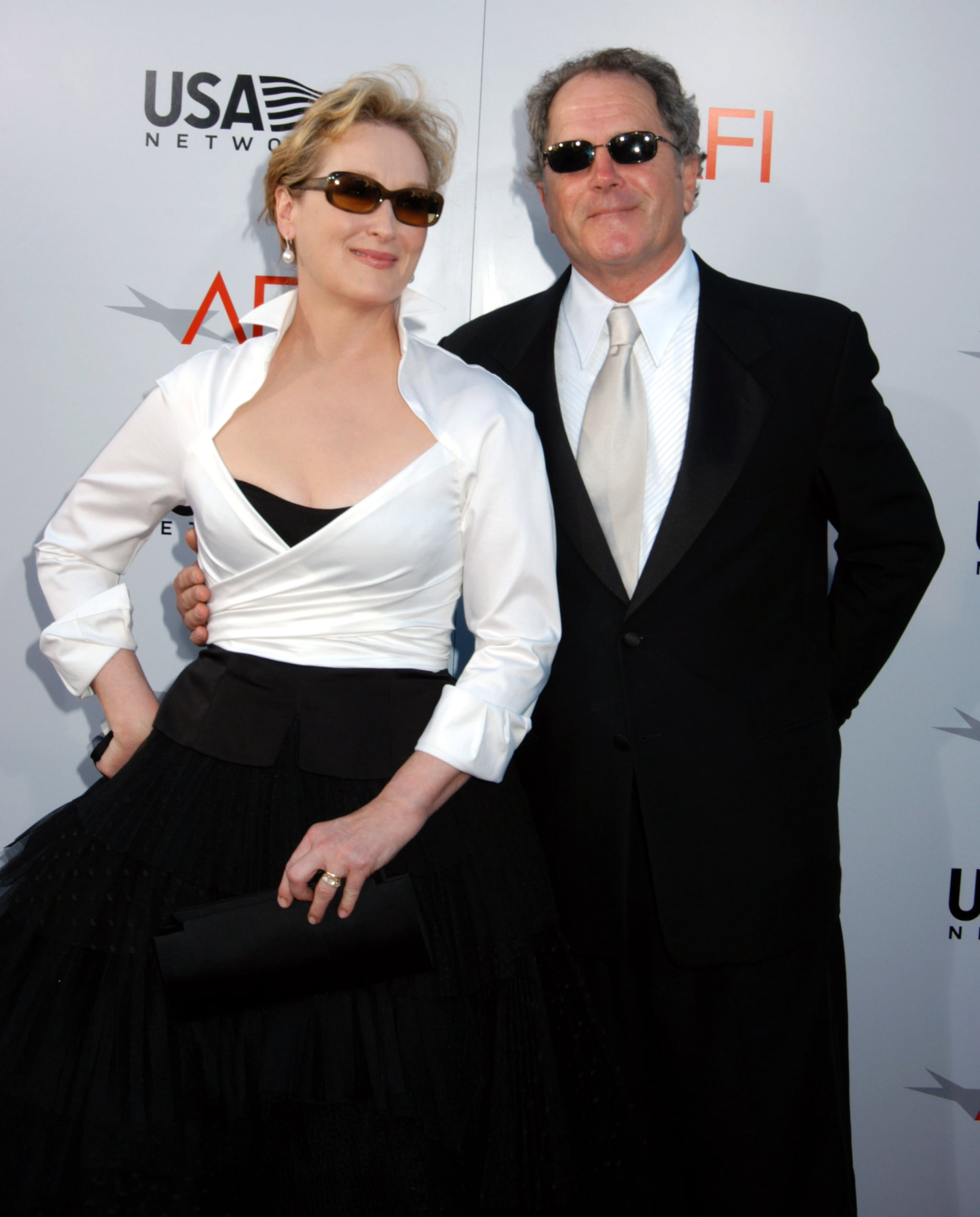 The couple sported coordinating shades for the 2004 AFI Lifetime Achievement Award event dedicated to Meryl.