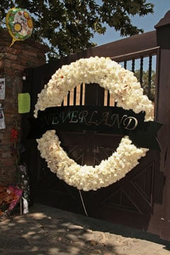 Roundup Of The Latest Entertainment News Stories — Jackson Family Hope to Hold Public Memorial For Michael at Neverland Ranch
