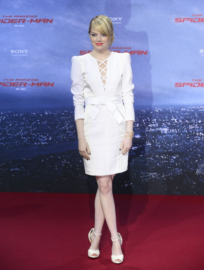 Emma perfected the art of an all-white ensemble in this sleek-cum-sexy Andrew Gn sheath and Christian Louboutin sandals at the Berlin premiere.