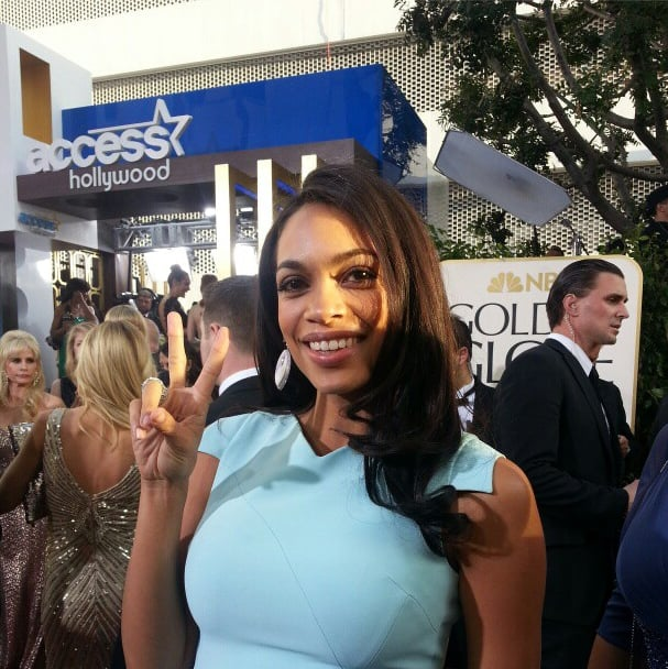 Rosario Dawson flashed a peace sign. Source: Instagram user goldenglobes