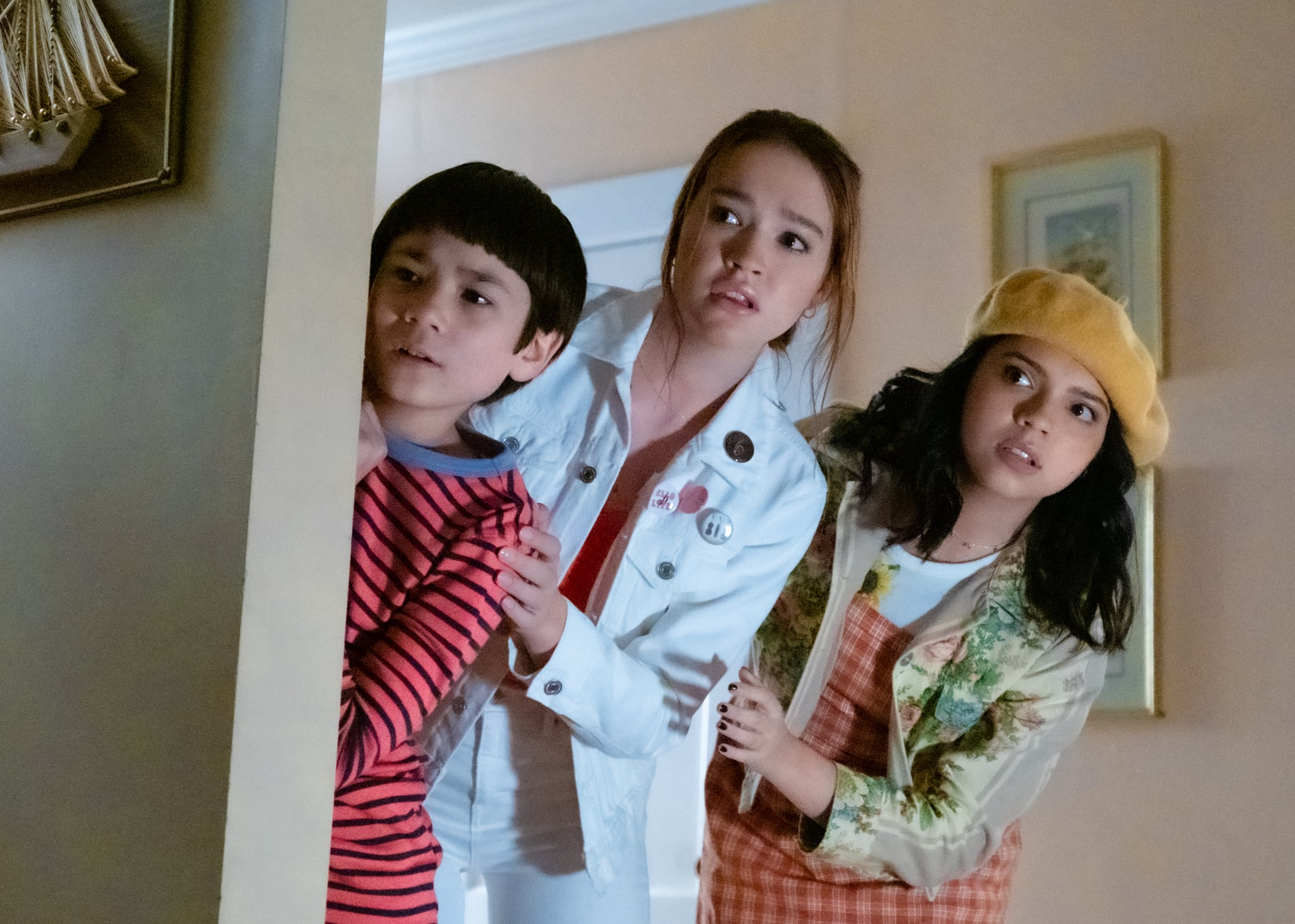 THE SLEEPING: (from left to right) LUCAS JAYE as LEWIS, SADIE STANLEY as CLANCY, CREE CICCHINO as MIM. Cr. CLAIRE FOLGER / NETFLIX © 2020