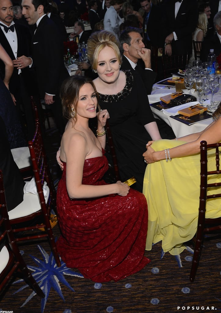 Jennifer Garner and Adele posed for a photo.