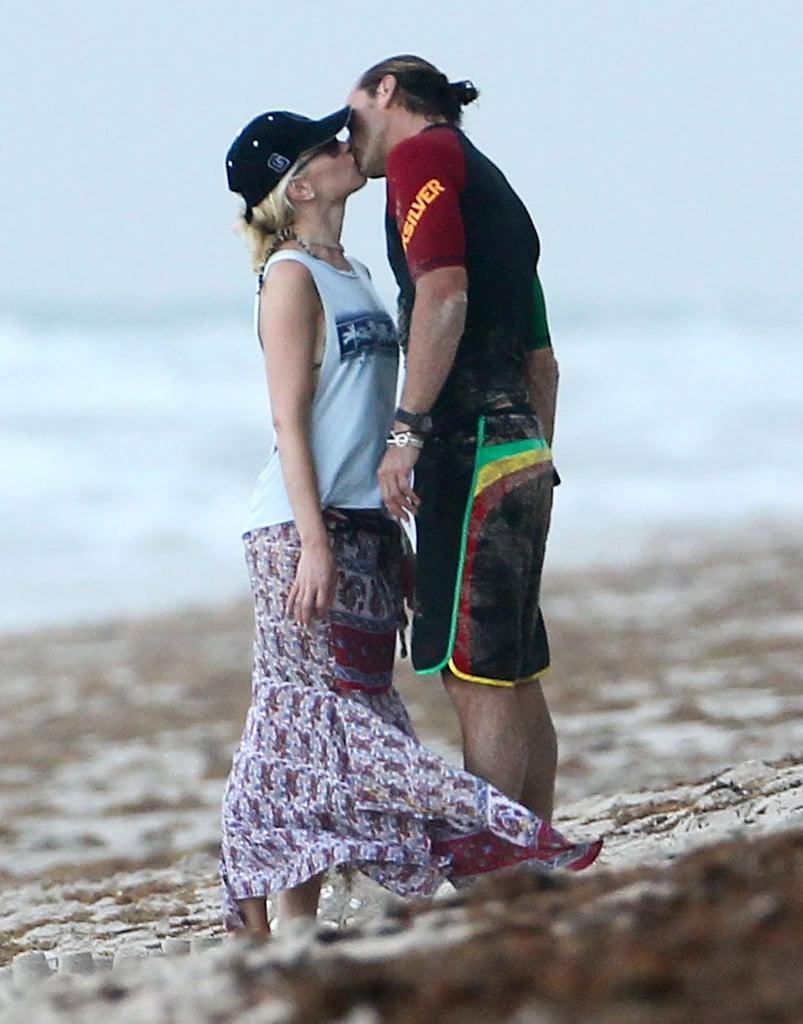 Gwen Stefani Kissing Gavin Rossdale on the Beach