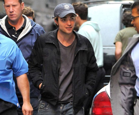 Photo Slide of Robert Pattinson Filming Remember Me in NYC 2009-06-22 17:09:37