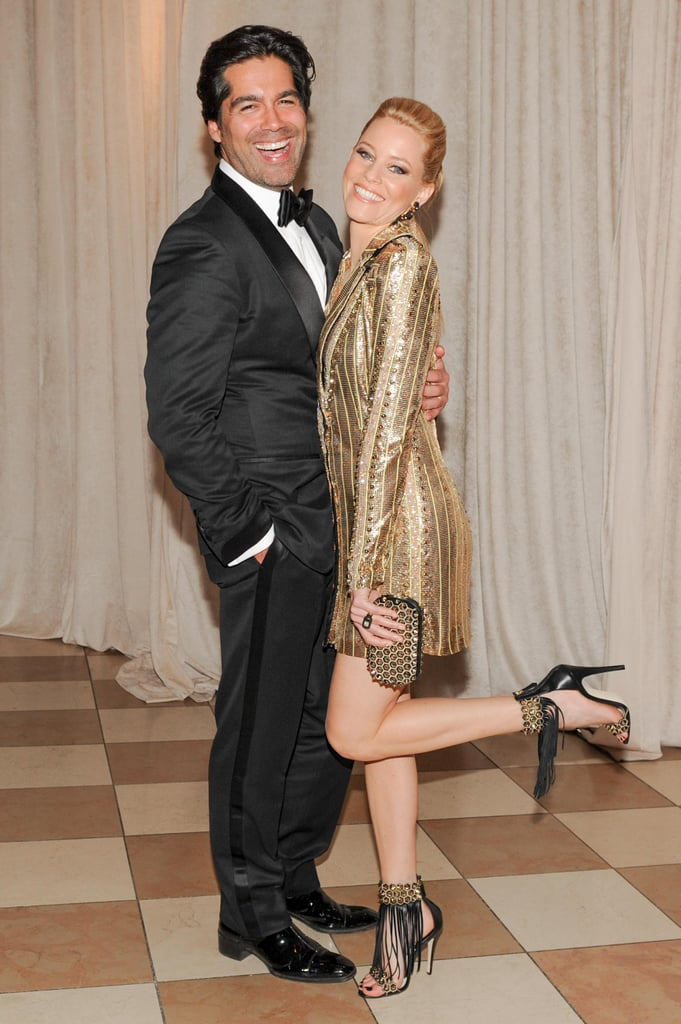 Elizabeth Banks hand a foot-popping moment with Brian Atwood.  Source: Billy Farrell/BFANYC.com