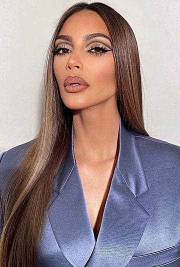 '90s Supermodel Brown Lip Liner Makeup Trend to Try in 2021