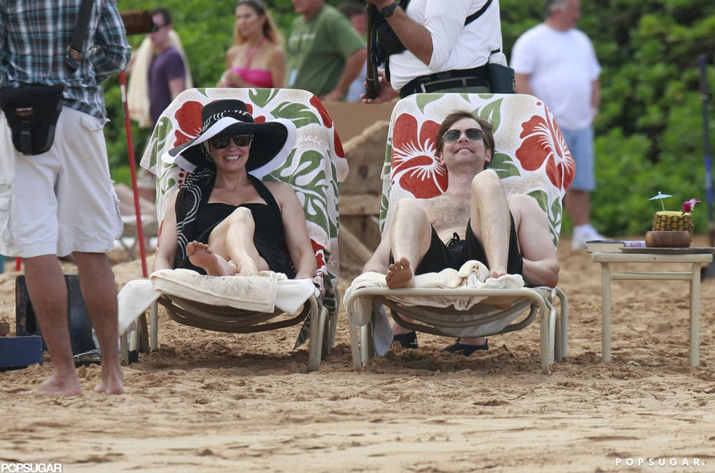 Parenthood's Monica Potter and Peter Krause lounged on the beach while filming.