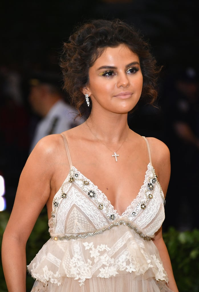 Selena Gomez's Tight Curls and Gold Eye Shadow in May 2018